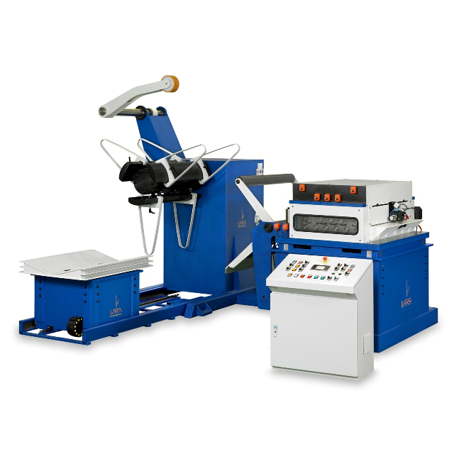 """Línea de alimentación compacta """"LARA"""" para materiales de espesor mediano y límite elástico medio y alto"""